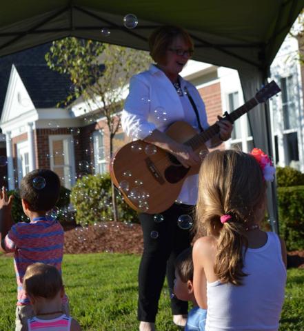 Nini Bambini - First New Hampshire milk depot celebration -  Guitarist playing for happy kids